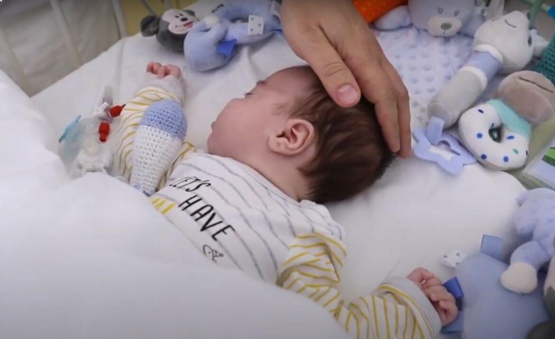 Сердечный дефибриллятор имплантирован 2-месячному ребенку
